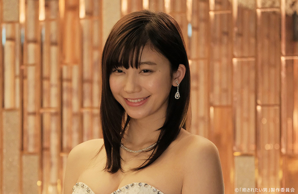 「癒されたい男」第7話 秋山はナンバーワンキャバ嬢の高嶺花子(小倉優香)に惹かれてしまいお店に通い続けるが…
