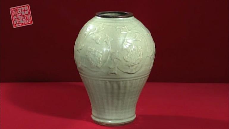 龍泉窯の青磁の壺