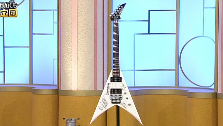 メガデスのサイン入りギター
