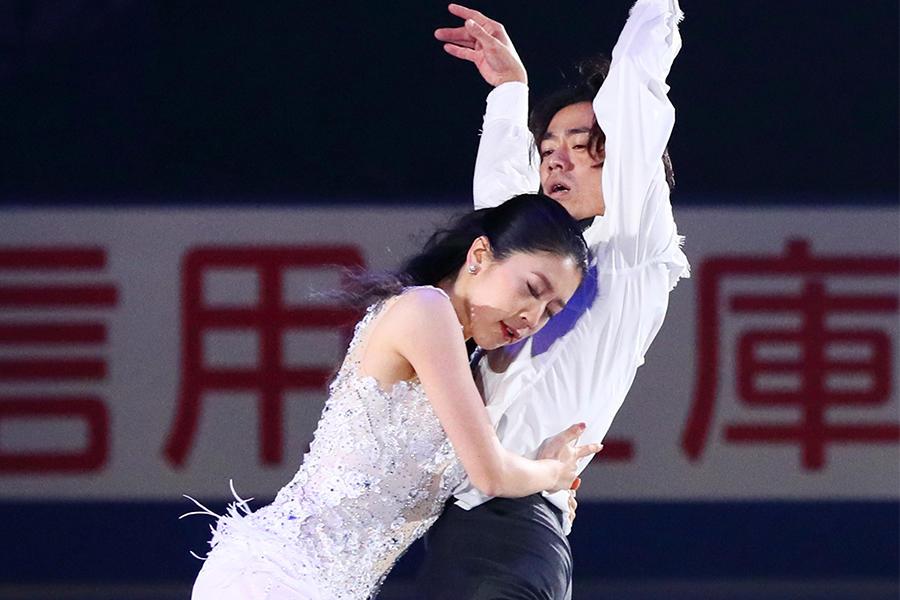 アイスダンスデビューの髙橋大輔 ロマンチックな演技を披露<NHK杯 エキシビジョン>