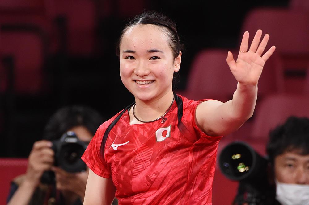 伊藤美誠 メダルまであとひとつ !日韓エース対決に完勝 日本勢で唯一ベスト4進出「楽しんで勝ちにいく」【五輪卓球】