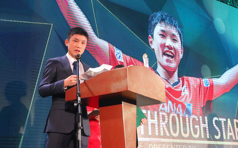 2017 ITTF スターアウォーズ 張本が躍進賞を受賞 写真:長田洋平/アフロスポーツ