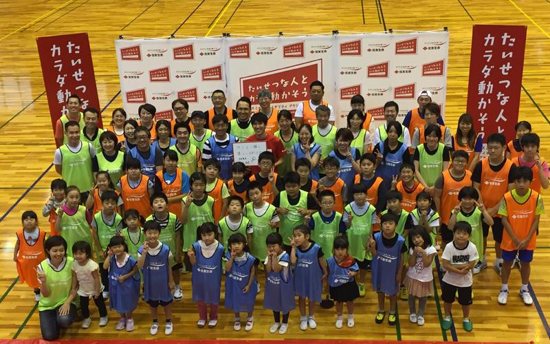 埼玉県越谷市で親子卓球教室を開催した吉村真晴(名古屋ダイハツ)