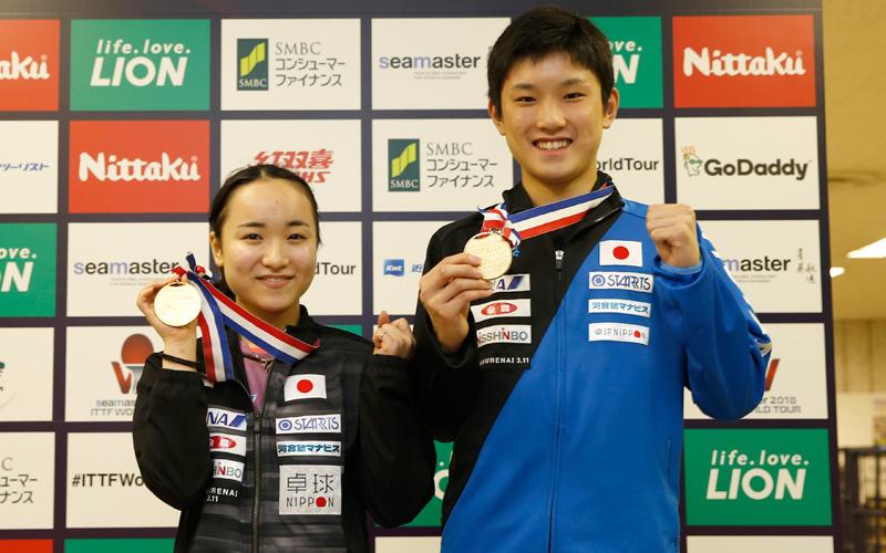 アベック優勝を果たした張本智和&伊藤美誠 写真提供:日本卓球協会