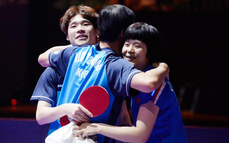 歓喜の瞬間 南北合同チームのチャンウジン(韓国)/チャヒョシム(北朝鮮)ペア Photo:Itaru Chiba
