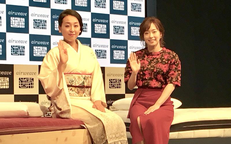 浅田真央(左)/石川佳純(右)