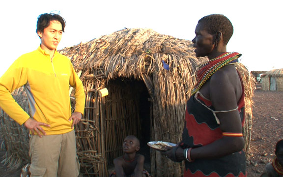 「追い詰められた 丸い村」 (アフリカ・ケニア共和国)